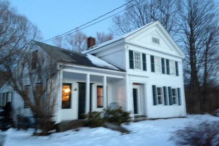 Charming old farmhouse on Rt. 7 with Breakfast