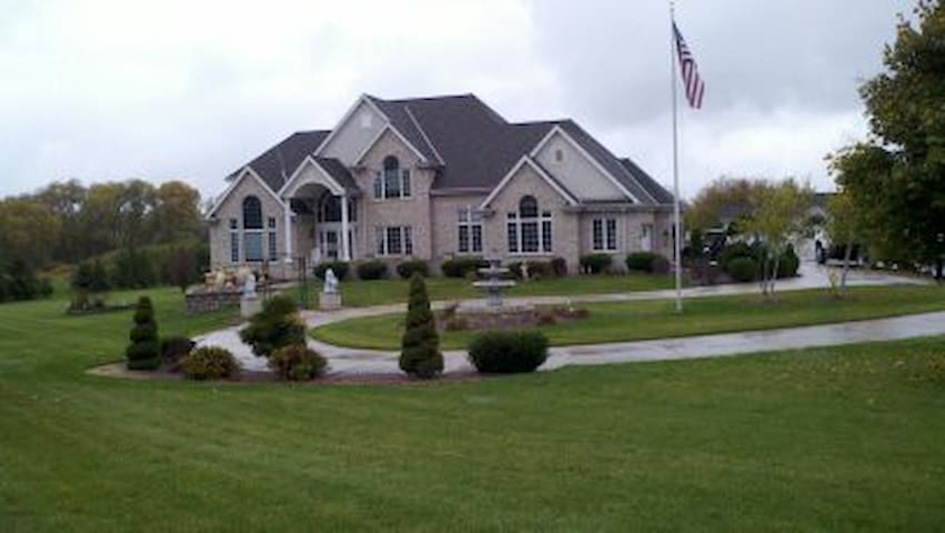 Large Private Executive Home New Berlin WI