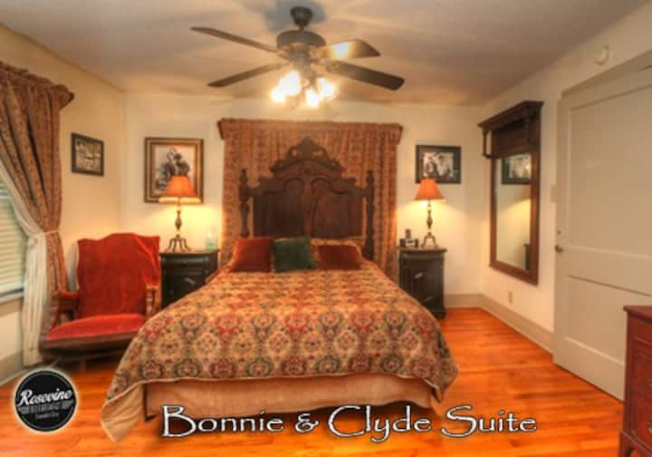 Bonnie & Clyde Cottage at Rosevine Inn
