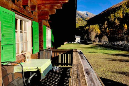 Fredy Wohnung /Balkon  in Swiss Chalet Obergoms