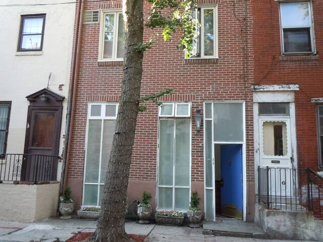 Rittenhouse / Center City bi-level charming block!