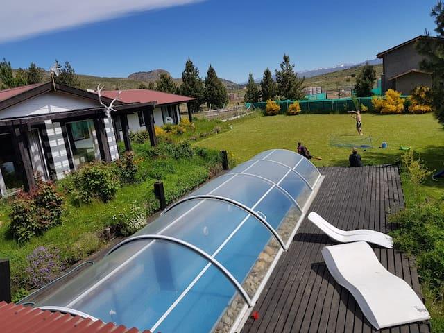 Amplia casa con pileta climatizada en Dina Huapi