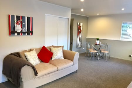 Sunny & Modern Apartment in Prime Spot Red Beach.