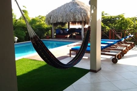 Double room with swimming pool view - Jan Thiel - Bed & Breakfast