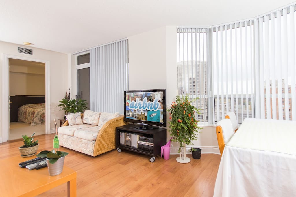 Master Bedroom In Midtown Toronto Apartments For Rent In Toronto Ontario Canada