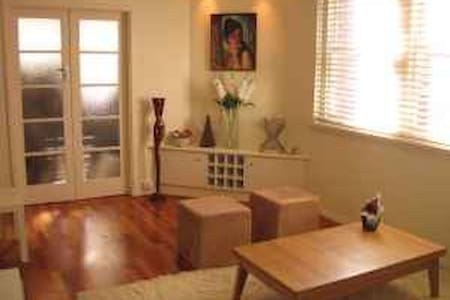 Art Deco 1-Bedroom Apartment at Centennial Park - Apartment