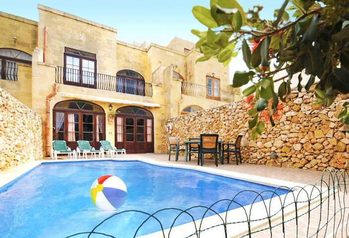 Gozo Villa with 5 Bedrooms and Pool