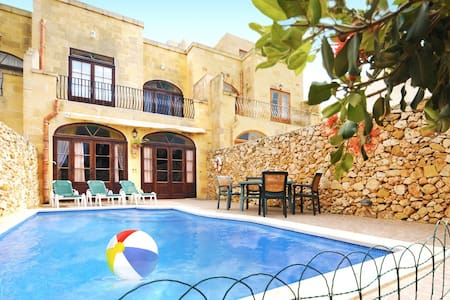 Gozo Villa with 5 Bedrooms and Pool - Għarb - Villa
