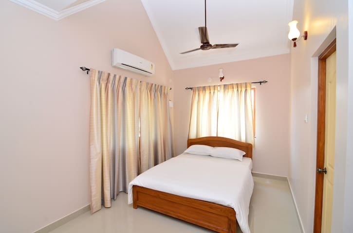 Luxury Service Apartments In Goa - Candolim - Daire