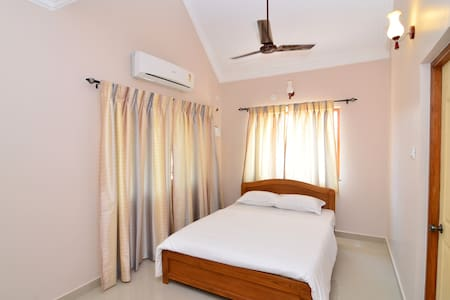Luxury Service Apartments In Goa - Candolim - Lakás
