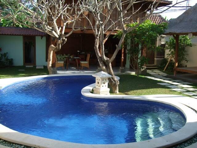 Classic Tropical Villa in Sanur - Denpasar Selatan - Hus