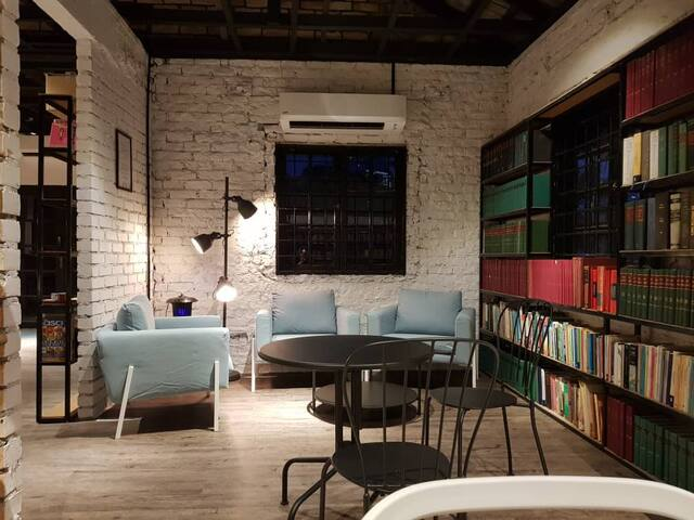 Books & Beds Single Room 14*