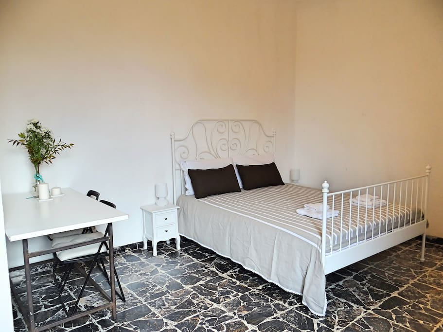 Room in front of the baptistery apartments for rent in for Tassa di soggiorno siena