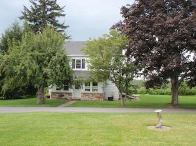 Perfect home for PSU games. 4 bedroom, 2 bath. - Boalsburg - House
