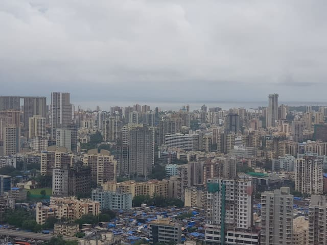 Stay with View of Mumbai n Clouds at Heights