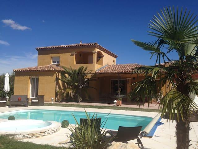Maison provençale piscine et spa
