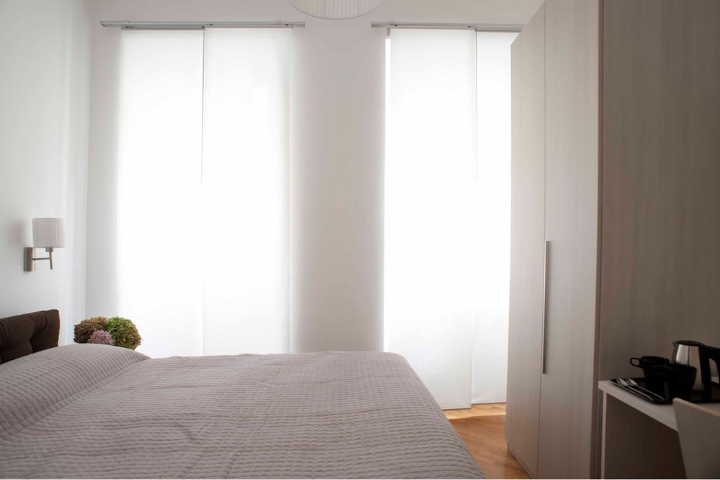 Bright and airy double bedroom with queen size bed. TV, AC, free WiFi and fridge.