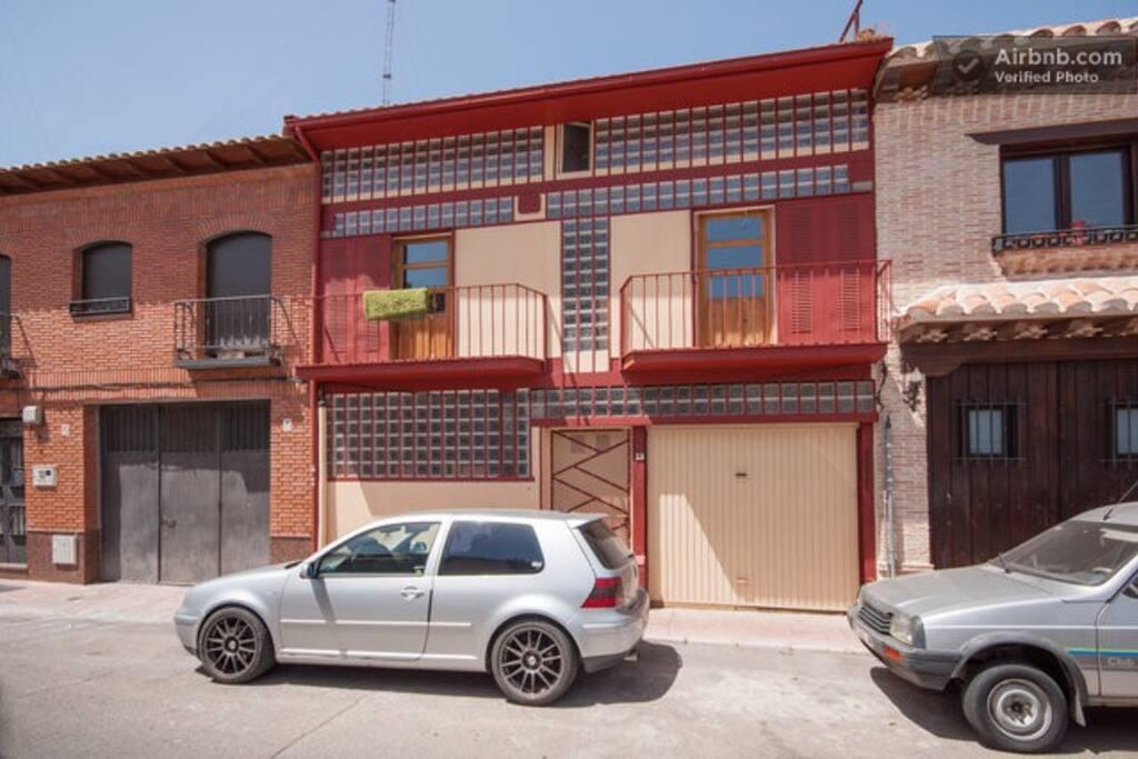 Fachada de la casa en calle Rio Ebro n 13