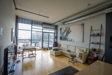 Modern Hard Loft in Historic Toy Factory Building - Toronto - Wohnung
