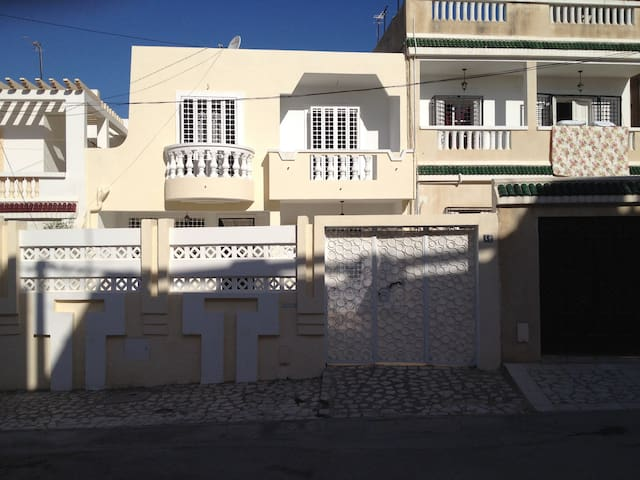 Sunny-Charming BIG Home near Manar - Tunis - Huis