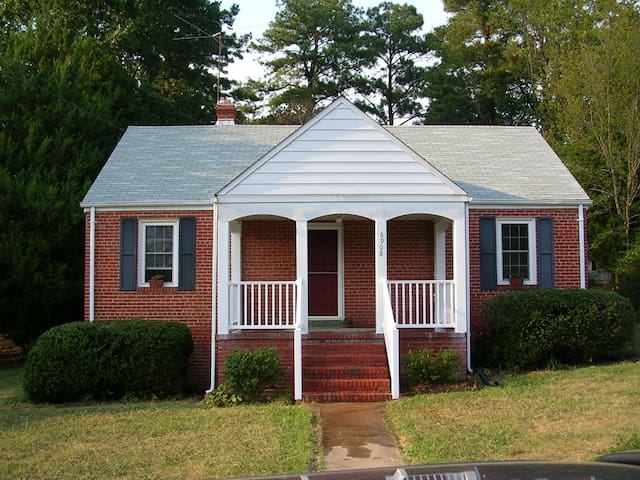 Comfortable 2BD House next to UofR - Richmond - House