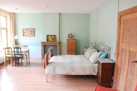Room type: Entire home/apt Property type: Bed & Breakfast Accommodates: 4 Bedrooms: 1 Bathrooms: 1