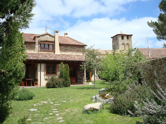 Dream Houses 14 pers. 17 km Segovia - Sotosalbos - House