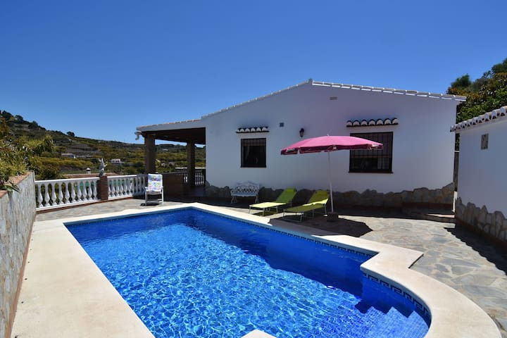 Very comfortable rural villa with private pool