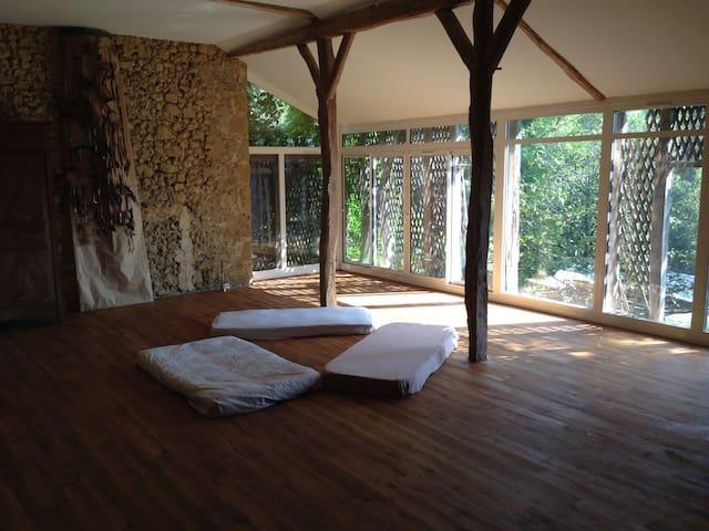 Atelier d'Artiste, studio de yoga.