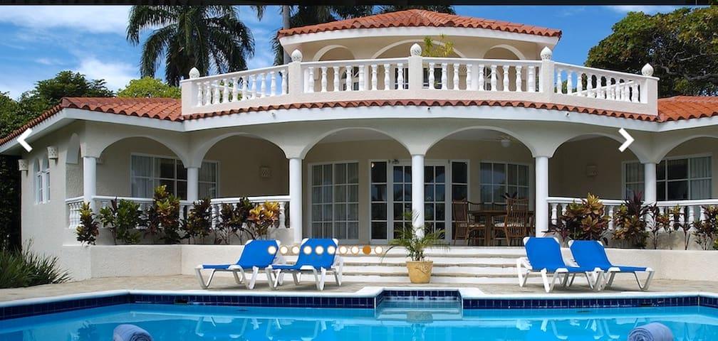 Spectacular 6BR Tropical Villa, All-inclusive