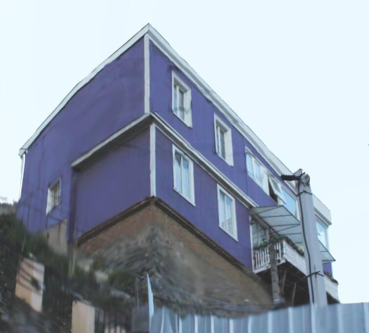 Vista de la casa desde subida Carampangue...2do piso corresponde a la casa.