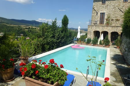 Inside a Town With Views and Pool! - Piegaro - Apartment