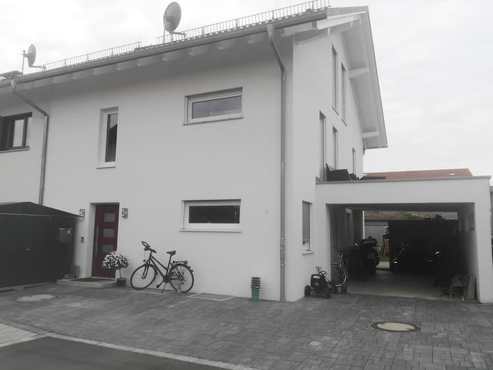 Separate EG Wohnung in DHH im ruhigen Wohngebiet