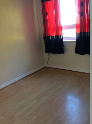 Lovely room for rent in 3bed semi