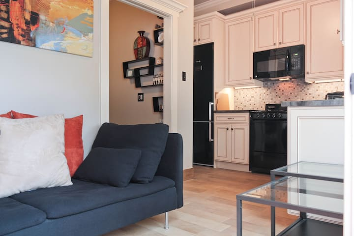 Comfy European Styled Apartment - Long Beach - Huoneisto