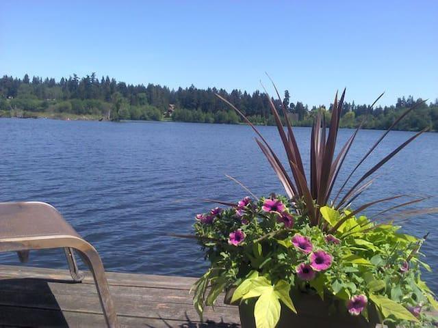 Seattle Area Lakefront Oasis Suite