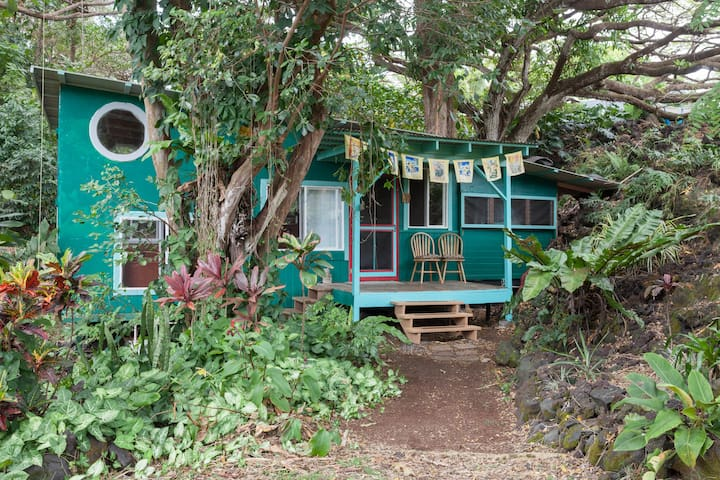 The Sweetest Spot: Magical Grotto is Walk to Beach
