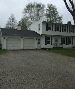 Cozy White Colonial Home/RNC - Willoughby Hills