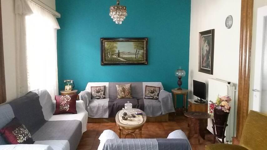 Clean & Cosy Place in Neos Kosmos