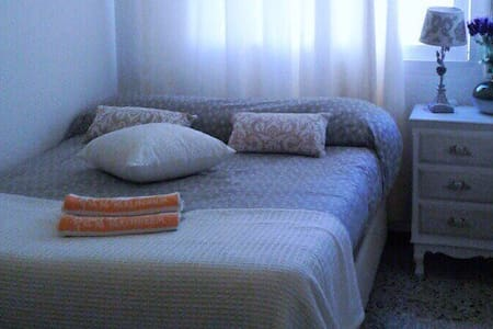 The room is bright and cozy near the sea - Badalona - Apartment