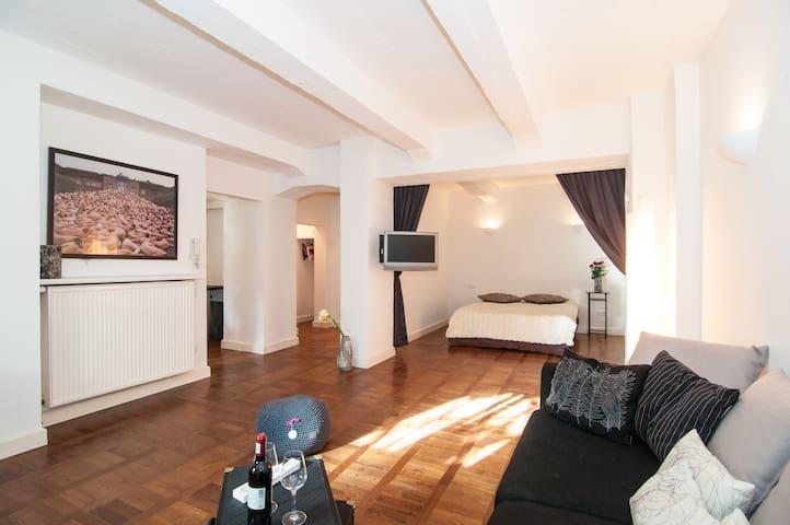 exklusives souterrain loft wohnungen zur miete in d sseldorf nordrhein westfalen deutschland. Black Bedroom Furniture Sets. Home Design Ideas