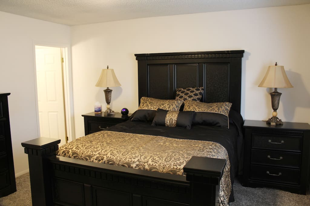 Master Bedroom w/Full Private Bath