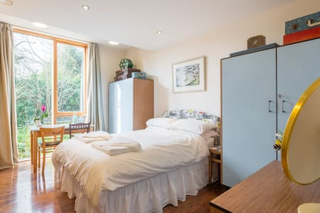Double room in Modern Eco House - Cambridge