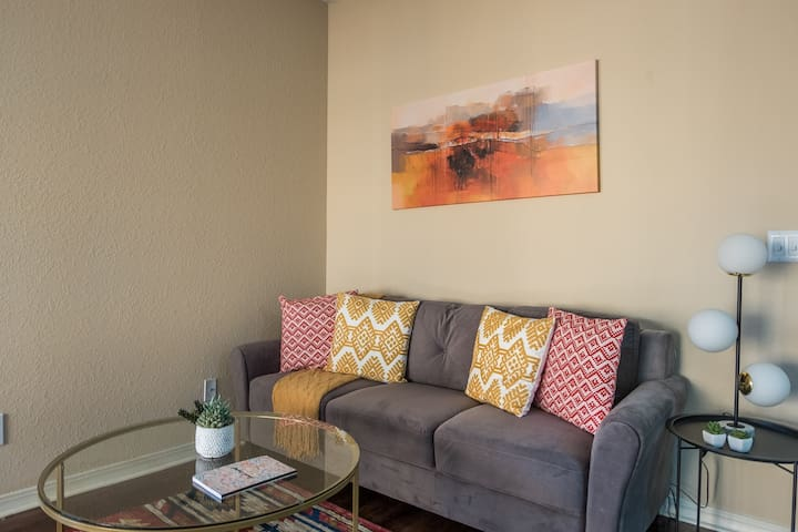 Relaxing 2BR Apt in Jacksonville Beach w/ Parking