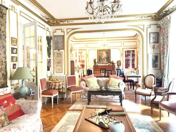 Luxury appt style LouisXVI quartier Champs Elysées