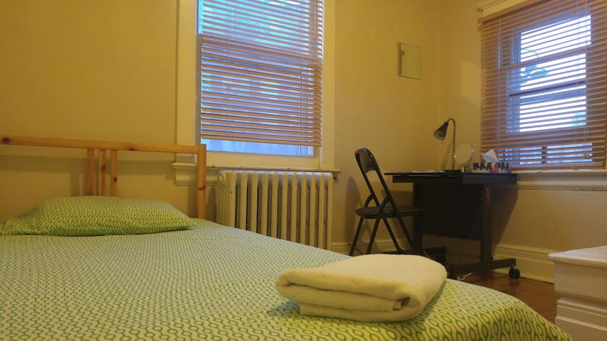 ! PRIVATE COZY ROOM, DAVISVILLE SUB ST, great area