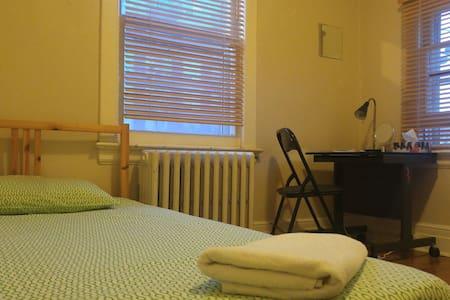 ! PRIVATE COZY ROOM, DAVISVILLE SUB ST, great area