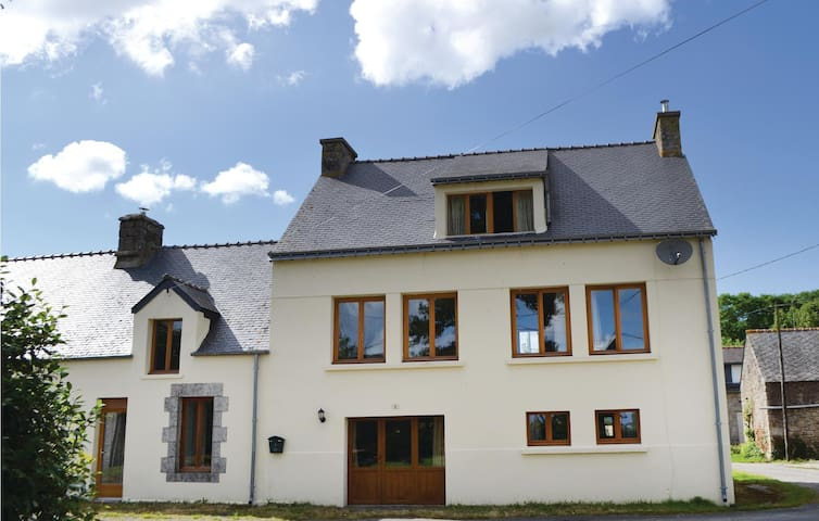 Semi-Detached with 3 bedrooms on 120 m² in Guern
