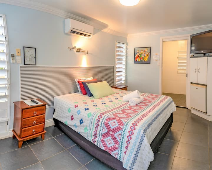 Private room near Cannonvale Beach & the boardwalk
