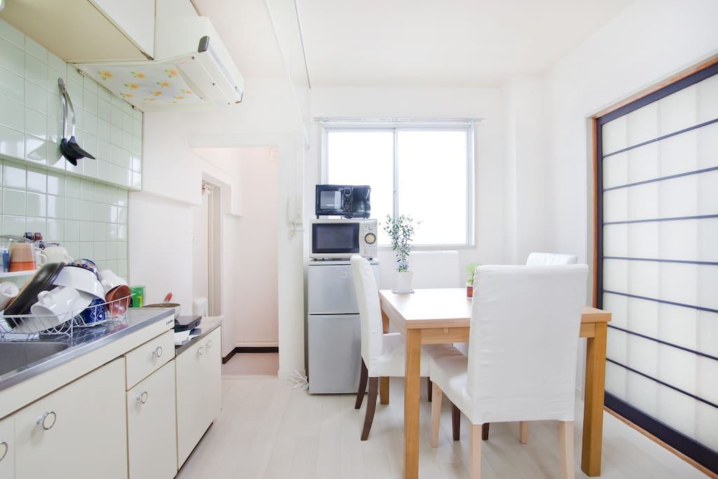 Kitchen/dining area with table and seating for 4 people! Comes with full kitchen equipment :)